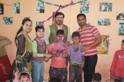 Colours of joy celebrated by NGO VAATSAALYAA with orphans